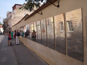 ウジュピスの「憲法の壁」