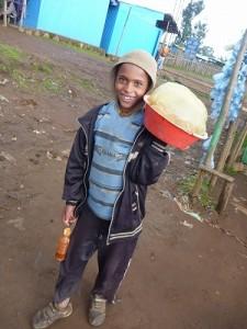 茹でジャガイモ売りの少年
