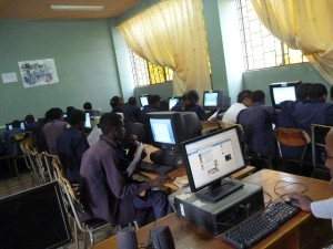 エチオピアの授業風景 PC class in a Ethiopian school
