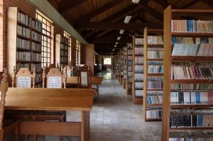 コロニアピニャールの「青年図書館」内部