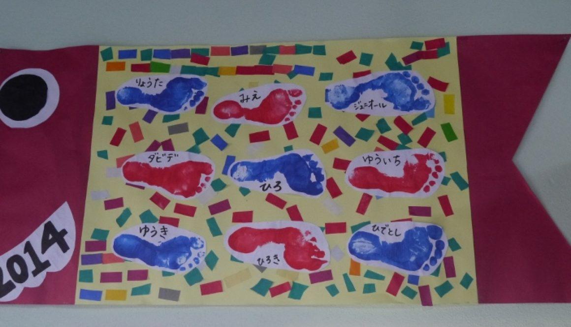 日本語学校で子どもたちが作った紙のこいのぼり