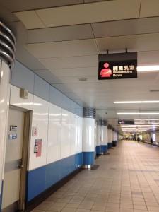 MRTの駅の授乳室(案内は中英二言語での表記)
