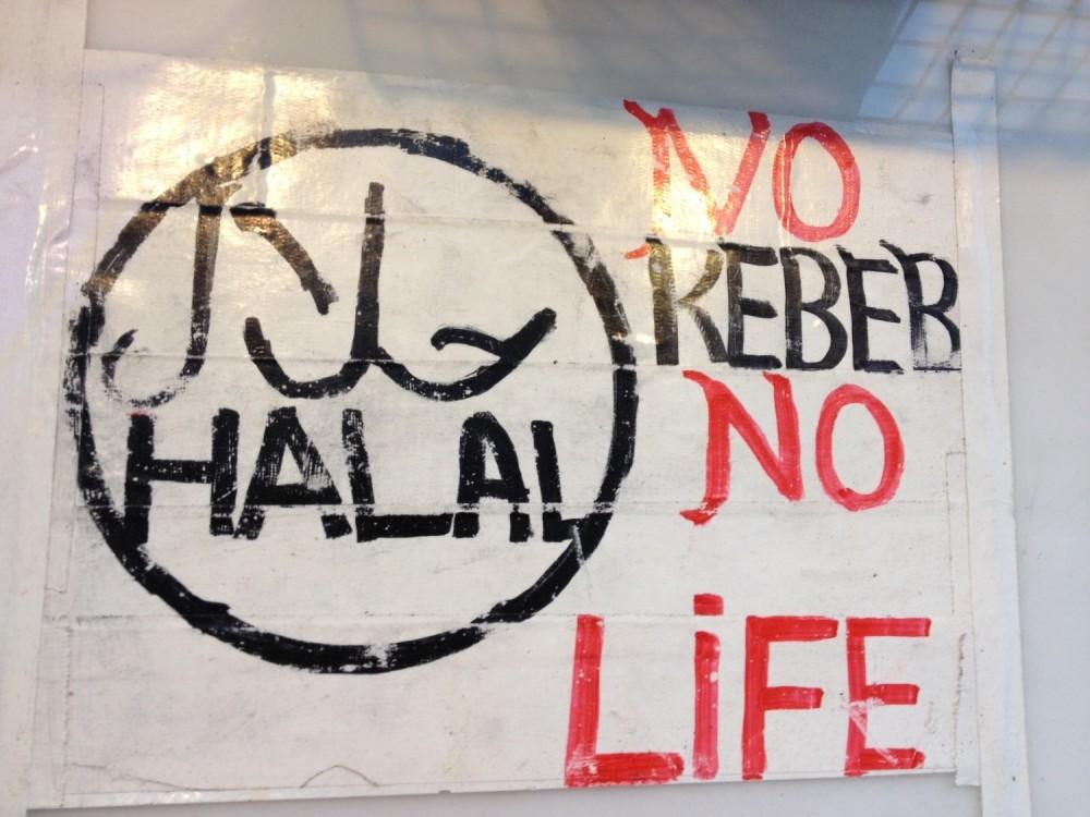大久保のケバブ屋の看板「HALAL」「NO KEBAB NO LIFE」