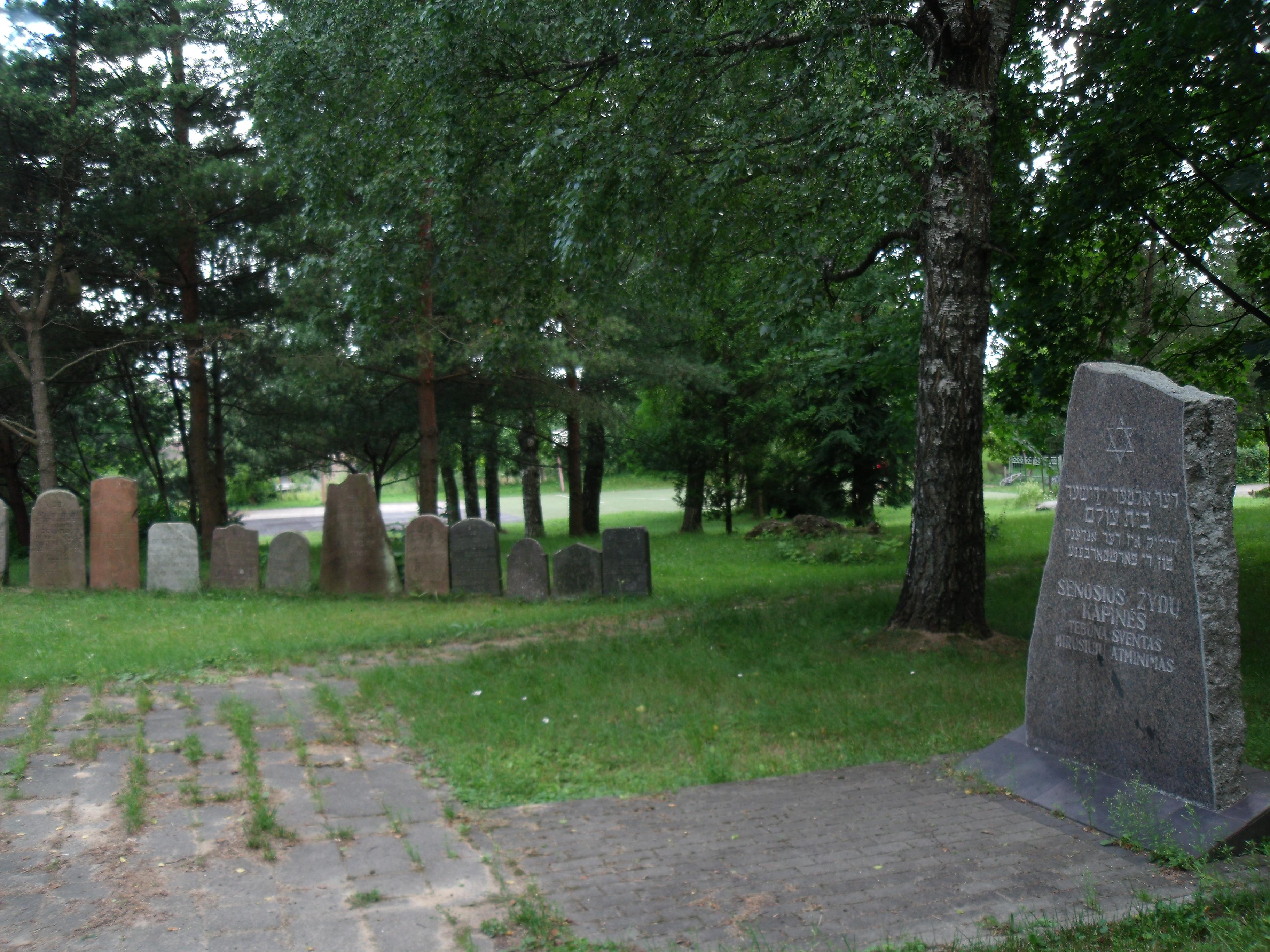 現在人口の2万人のプルンゲ市のユダヤ人の墓地の跡。