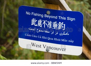 multilingual-signs-lighthouse-national-park-west-vancouver-british-BBW5NM
