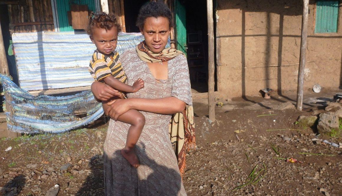 お母さんとその子ども(エチオピア)