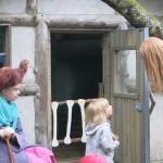 子どもと魔女クラリッサと孫のアリサ a child with The Witch `Clarissa` and her granddaughter `Alisa`